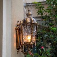 屋外の壁ライト
