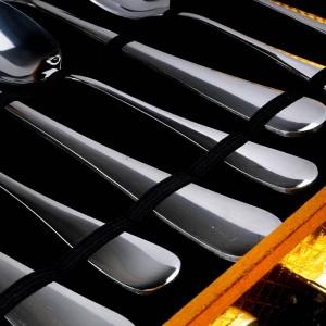 24 PCSシルバーカトラリーセットトップステンレススチールナイフフォークギフトボックス
