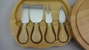 木箱、チーズナイフで置かれる4pcsチーズナイフ