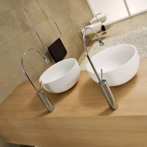 洗面台の蛇口モダンな白い浴室の蛇口滝の蛇口シングルホール冷たいお湯タップ盆地の蛇口ミキサータップ88096