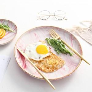 ロマンチックなボヘミア様式のレストランのための金の端が付いているInsFashionの幻想的なピンクの大理石パターン陶磁器の朝食の皿