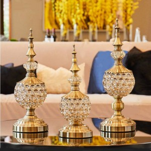 ヨーロッパのクリスタルガラスキャンディー瓶リビングルーム装飾装飾品小さなシュガーボウル金属蓋付きドライフルーツプレートギフト缶の