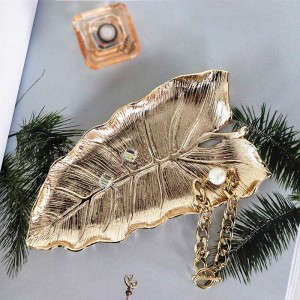 InsFashionきれいで良質の葉形の北欧スタイルの家の装飾と女の子のギフトのための手作りの真鍮ジュエリー皿