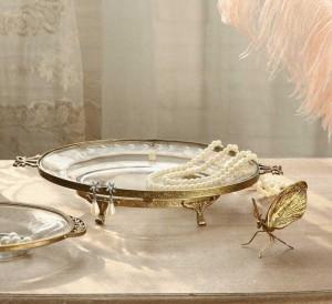 InsFashion見事なラウンドロイヤルクリスタルスタイルの家の装飾のためのゴールドエッジと足を持つ透明なガラスジュエリートレイ