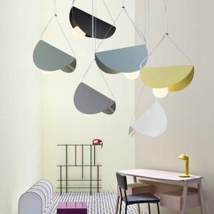 マカロン現代のシンプルなペンダントライトアイアンアートカラフルなランプシェードダイニングルームのつり天井の寝室の装飾照明器具