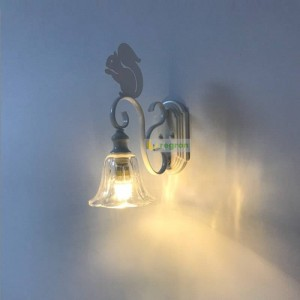 北欧かわいいリスウォールランプクリエイティブモダン人格子供用壁取り付け用燭台ウォールライト階段通路錬鉄製ledランプ