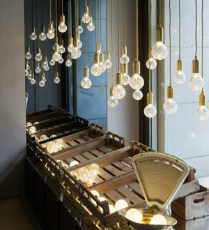 北欧ledペンダントライトシンプルさクリエイティブドロップランプ手作りガラス吊りランプライトアート装飾3ワットg9 led電球