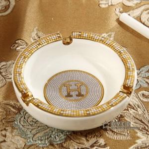 磁器灰皿アイボリー磁器神馬デザイン概要でゴールドラウンド形状小さな灰皿灰皿ホームハウスウォーミングギフト