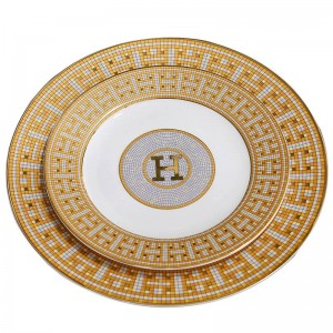 """磁器のフラットプレート骨 """"H""""ゴールドモザイクデザインアウトライン8 """"10""""フラットプレート骨皿大皿のモザイクデザインの概要"""