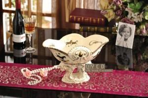 磁器フルーツボウルアイボリー磁器神馬デザインエンボス加工アウトラインゴールド装飾フルーツボウル新築祝いギフト