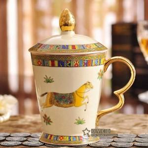 磁器マグカップ象牙磁器マグカップ馬カップデザインとマグカップとゴールドの古典的なマグカップのデザインの概要