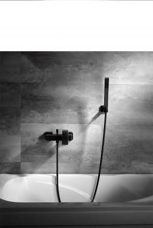 シャワーセットブラック銅スクエアチューブシングルHandlebathシャワーの蛇口浴槽お湯と水の浴室XT 346