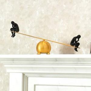 思想家現代のシンプルなシーソー瞑想真鍮合金ワインキャビネットの装飾金属クリエイティブアメリカの装飾ギフト